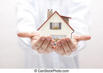 casa pequena, brinquedo, mãos