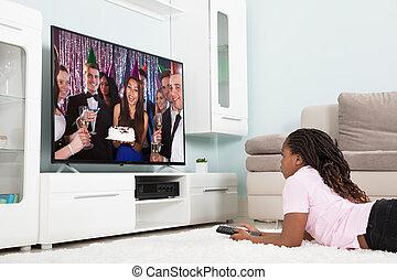casa, ragazza, osservare televisione
