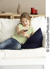 casa, televisione, giovane ragazza, osservare