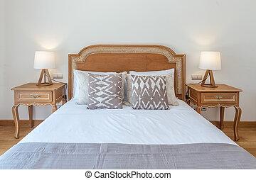 casado, cama de madera, en, dormitorio, con, moderno, decoration.