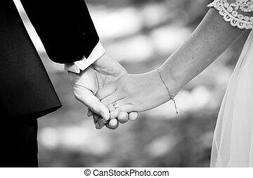 casado, mãos, segurando, par, jovem