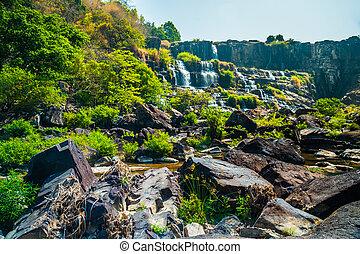 cascada, pongour, vietnam