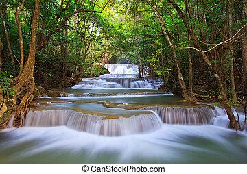 cascada, y azul, corriente, en, el, bosque, kanjanaburi,...