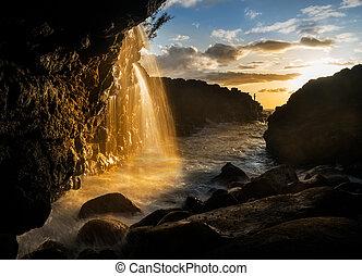 cascata, appresso, regine, bagno, in, princeville, kauai