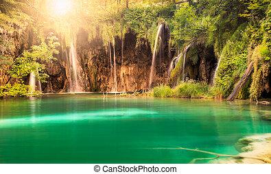 cascata, con, sole, a, plitvice, laghi, parco nazionale, croazia