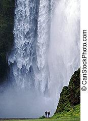 cascata, skogafoss, in, islanda meridionale