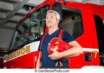 casco, bombero, lejos, mirar, mientras, tenencia, sonriente...