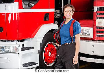 casco, firewoman, firetruck, contra, tenencia, feliz