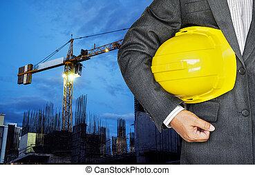 casco, lavorante, contro, mano, giallo, presa a terra, ...