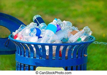 casier détritus, entiers, de, boisson, vide, bouteilles