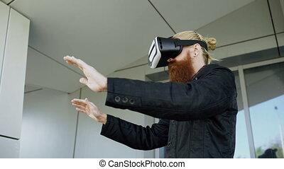 casque à écouteurs, barbu, ville, jeune, marche, réalité, bas, expérience, vr, rue, quoique, virtuel, dehors, utilisation, 360, homme
