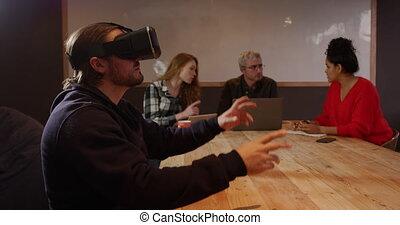 casque à écouteurs, créatif, collègues, fonctionnement, vr, homme, bureau, porter