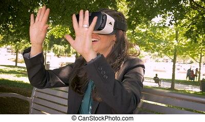 casque à écouteurs, femme, immersion, millennial, réalité virtuelle, vr, utilisation, sourire heureux