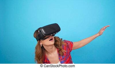 casque à écouteurs, femme, jeune, réalité virtuelle, utilisation