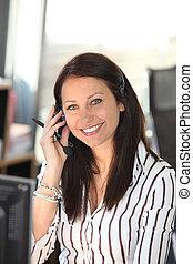 casque à écouteurs, femme souriante, téléphone