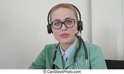 casque à écouteurs, utilisation, femme, patient, docteur, ...