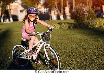 casque, bicycle., vélo, enfant, équitation, gosse