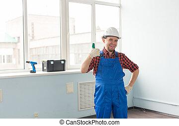 casque, heureux, constructeur, haut, appareil photo, rire, portrait, confection, blanc, homme, pouces