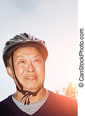 casque, personne agee, vélo, homme asiatique