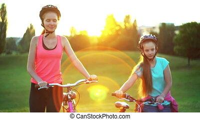 casque, vélo, promenade, vélo, colline, aller, enfants