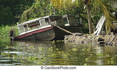cassé, bateau