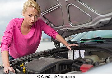 cassé, femme, engine., inspection, voiture