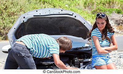 cassé, femme, voiture., homme, leur