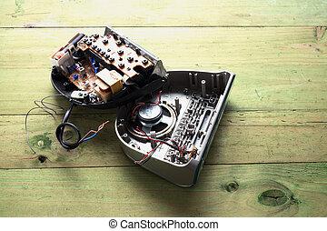 cassé, radio, horloge