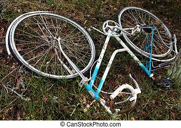 cassé, vélo, abandonnés, forêt