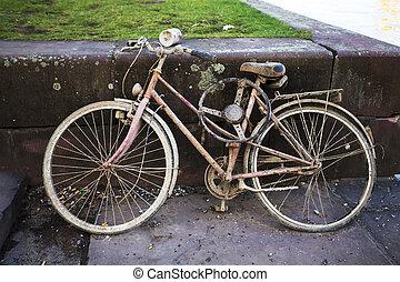 cassé, vélo, vieux, sale