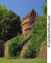 Castelnau Castle village