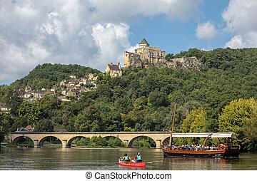 Chateau de Castelnaud, medieval fortress at Castelnaud-la-Chapelle, Dordogne, Aquitaine, France