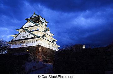 castelo osaka, em, osaka, japão, iluminado, por, holofotes,...