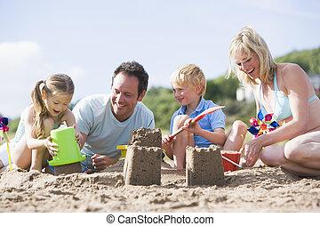 castelos, família, areia, fazer, sorrindo, praia