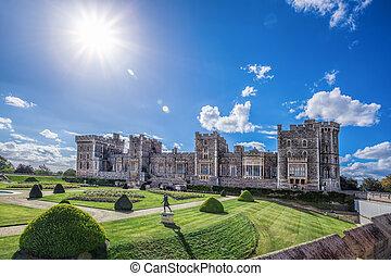 castillo de windsor, con, jardín, cerca, londres, reino...
