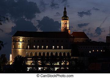 castillo, mikulov, noche