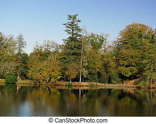 Castle Nieul Garden Lake
