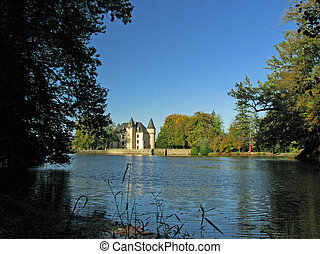 Castle Nieul Lake