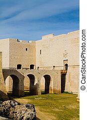 castle of Barletta bridge