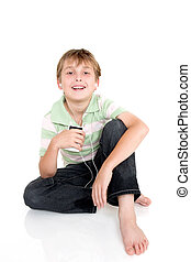 casual, menino sentando, com, portátil, jogador música