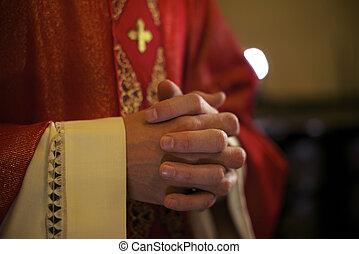 católico, altar, sacerdote, masa, durante, rezando