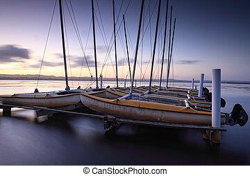 catamarans, ormeggiato, a, lungo, molo, australia