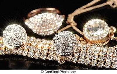 catena oro, braccialetto, pendente, orecchini, anello