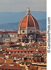 Cathedal in Florence main dome over city skyline. -...