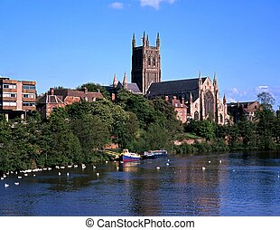 Cathedral on the banks of the river Severn, Worcester, Worcestershire, England, UK, Western Europe.