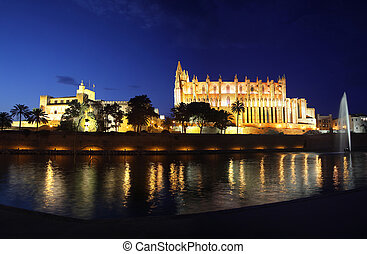 Cathedral of Palma de Mallorca illuminated at night