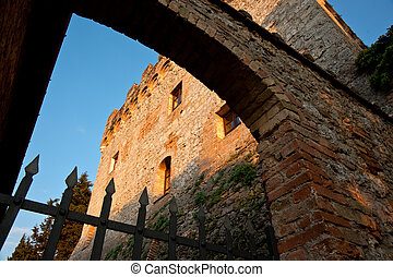 Catsle arch and gate.
