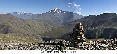 Caucas mountines range from Russia to Azerbijan