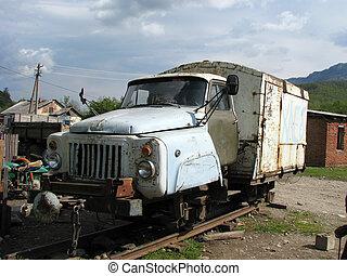 caucase, montagnes, vieux, abandonnés, véhicule