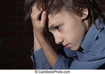 caucasian, barn, frustrerat, sittande
